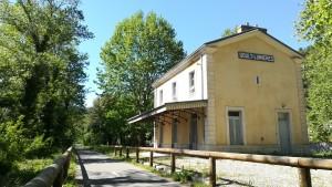 Antiga estació de tren al llarg de la fabulosa vía de bicicletes Calavon. Aquesta vía forma part de la vía Eurovelo 8