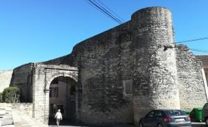Una de les portes de Caumont-sur-Durance