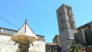Castelló d'Empúries, font i campanar