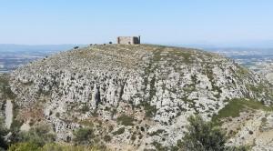 El castell de Torroella de Montgrí que no està al primer turó que he pujat. Quan l'he vist a l'altra muntanya i també he vist el camí de baixada (dreta de la foto) i l'absurditat de vía, gairebé escalada, per arribar al castell… m'he emprenyat moltíssim