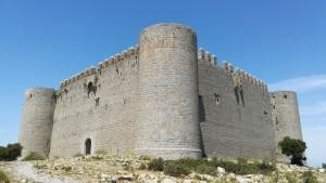 El castell de Torroella de Montgrí, per fora