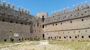 El castell de Torroella de Montgrí, per dins