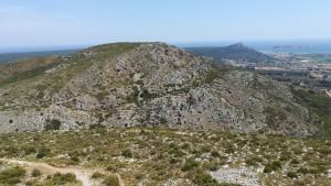 Vistes des del castell de Torroella de Montgrí. Al fons les illes Medes, l'Estartit, el Parc Natural Montgrí d'on venim aquest matí i el cim del primer turó que he pujat i no m'ha servit per res