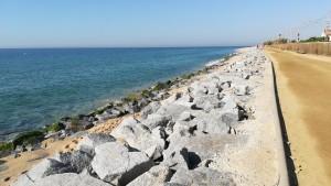 El camí que ens resta transcorre a tocar de la mar
