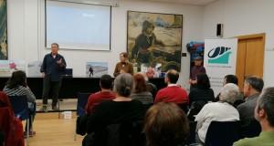 Sessió de preguntes a l'associació veïnal Baix a Mar de Vilanova i la Geltrú. Presentació inicial