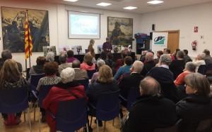 Sessió de preguntes a l'associació veïnal Baix a Mar de Vilanova i la Geltrú. Jenn i Lluís en acció