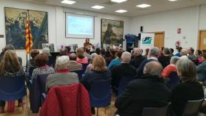 Sessió de preguntes a l'associació veïnal Baix a Mar de Vilanova i la Geltrú. Jenn en acció